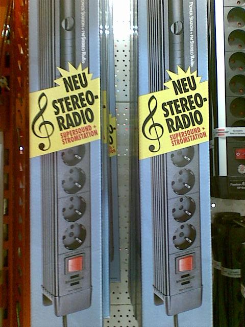 Hvor tit har man ikke stået og ærgret sig over, at ens stikdåser ikke kan spille musik?